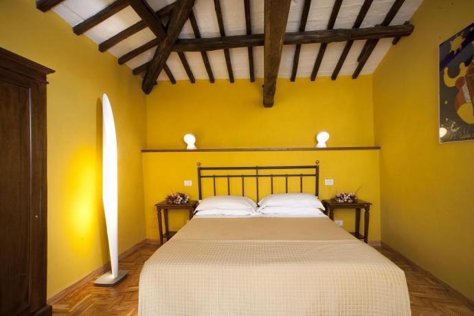 Camera Matrimoniale con travi a vista Spoleto