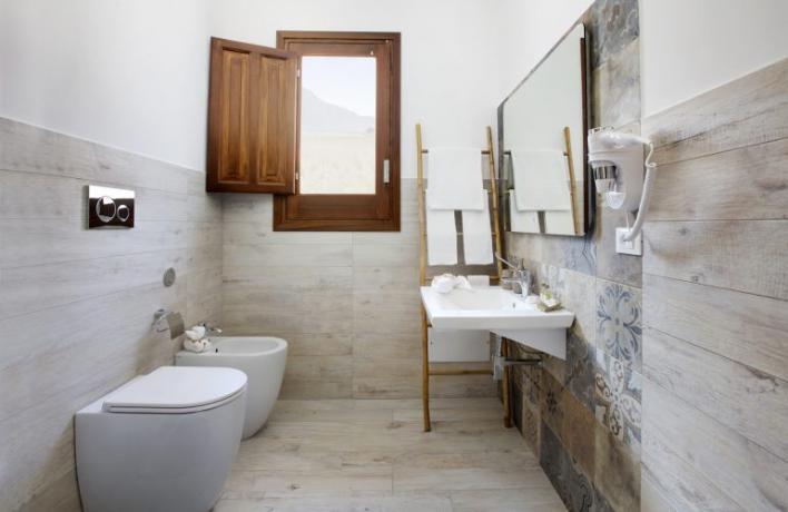 Bagno moderno con asciugacapelli appartamento-vacanze Comfort Sicilia