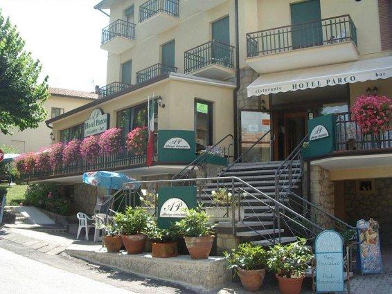 Ingresso hotel Pennabili con bar ristorante