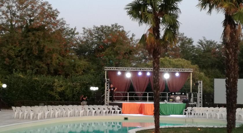 Hotel con piscina e animazione vicino Pomezia