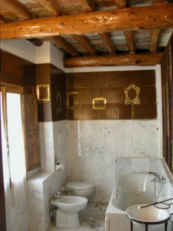 Suite Fienile con vasca jacuzzi relais vicino Prato