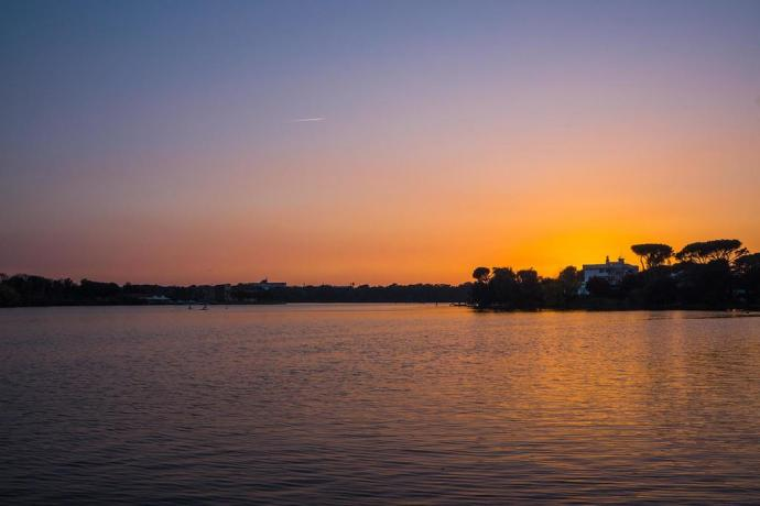 Albergo sul lago di Paola ideale per birdwatching