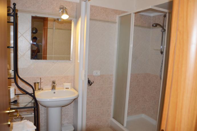 Bagno appartamento residence vicino Lago Vico