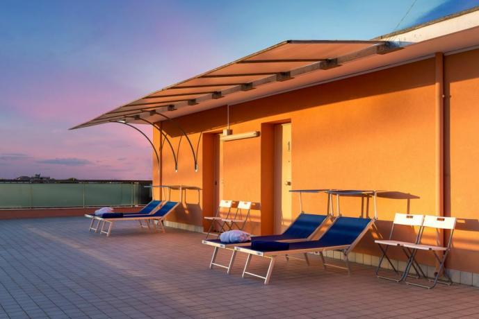 Camera deluxe matrimoniale con terrazzo solarium Igea-Marina