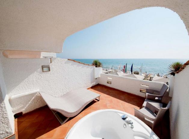 Camera con terrazzo e idromassaggio a Sabaudia