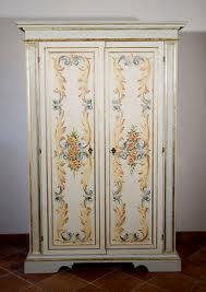 Armadio antico decorato antiquariato in umbria vendita ed for Acquisto mobili finanziamento tasso zero