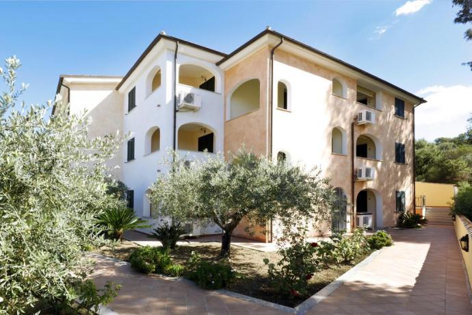 residence vicino Orosei con spazio esterno in sardegna