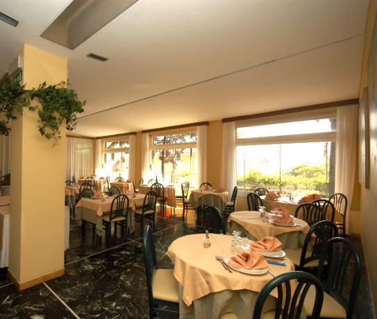 sala ristorante hotel 3 stelle liguria Varazze