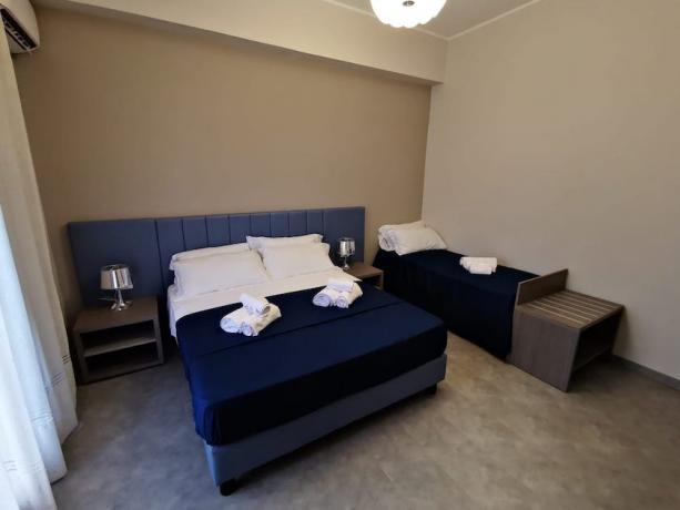 Camera tripla in hotel per famiglie sul mare