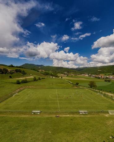 Campo da calcio in erba sintetica Hotel Cascia
