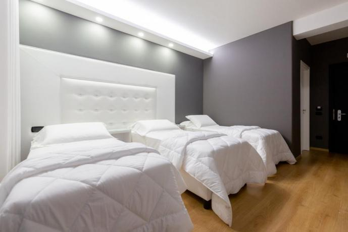 Camera doppia letti singoli hotel 4 stelle Casapulla