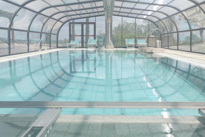 piscina coperta con acqua salata: La Campagna