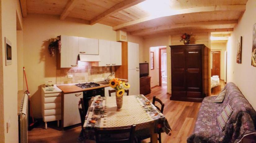 Appartamento con divanoletto e angolo cucina in Emilia