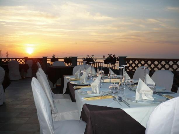 Hotel Eolie con romantico ristorante all'aperto