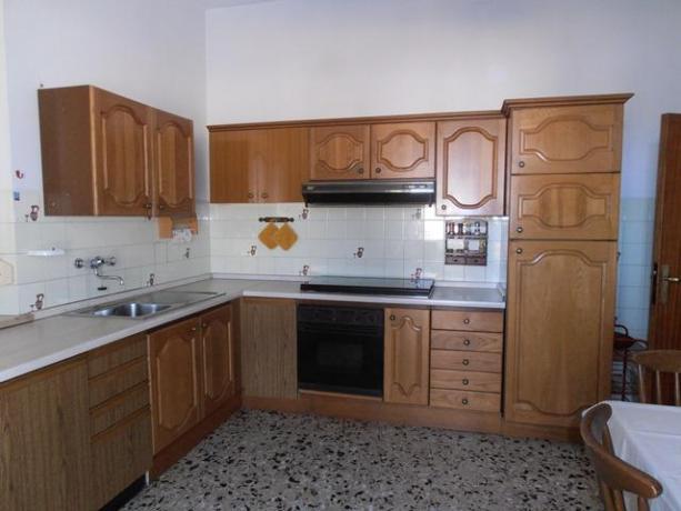 Camera dotata di angolo cucina