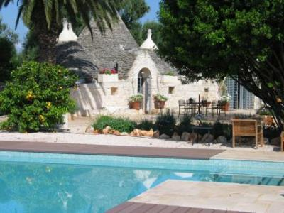 Holiday Trulli-houses with Swimmingpool in Puglia