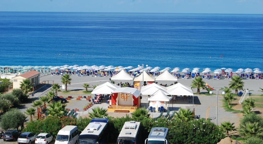 Hotel con Piscina direttamente sul mare
