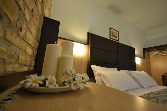 Stanza matrimoniale con aria condizionata albergo3stelle Assisi