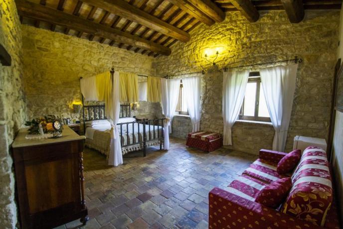 Suite Cassiopea Letto a Baldacchino Agriturismo Abbateggio Abruzzo