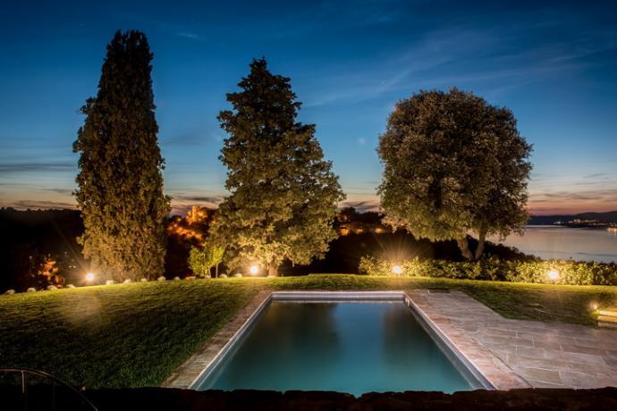 vista dalla piscina della villa granaio