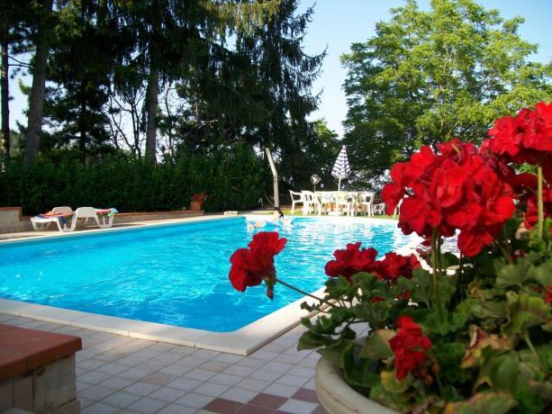 Villa a Montefalcone Marche con Piscina e Solarium