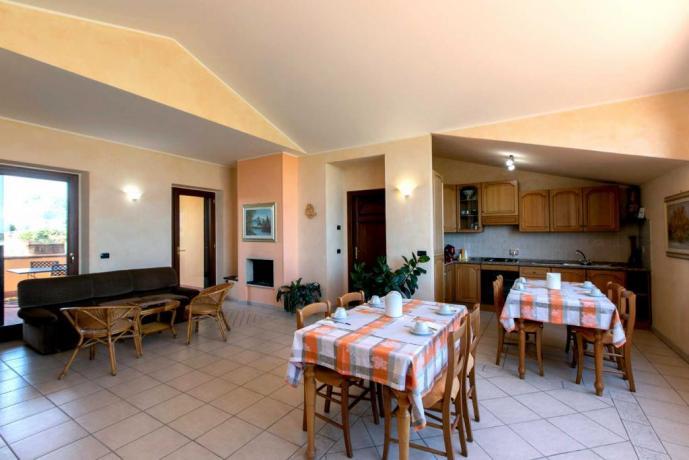 Salone con Camino casale per gruppi vicino Perugia