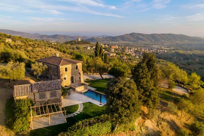 vista della villa-vacanza con spa, piscina e idromassaggio