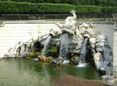 The dolphin-fountain