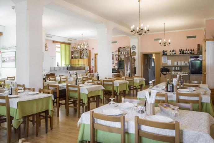 Sala ristorante hotel 3 stelle a Lavarone-Trento