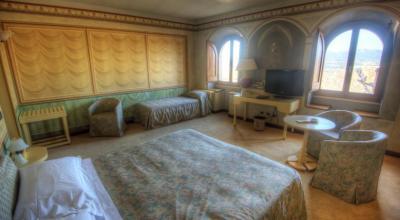 Suite tripla molto spaziosa con affreschi