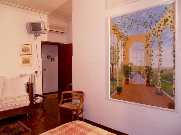 Camera arredata con dipinto B&B a Roma