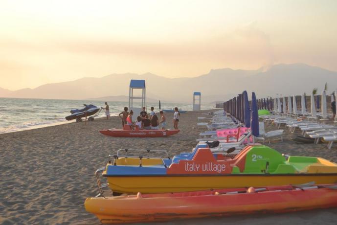 Resort Baia Domizia con noleggio ombrelloni