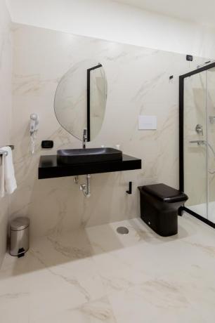 Bagno-marmo suite Jacuzzi set cortesia hotel4stelle Casapulla
