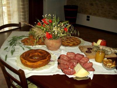 Abbondante colazione con prodotti tipici