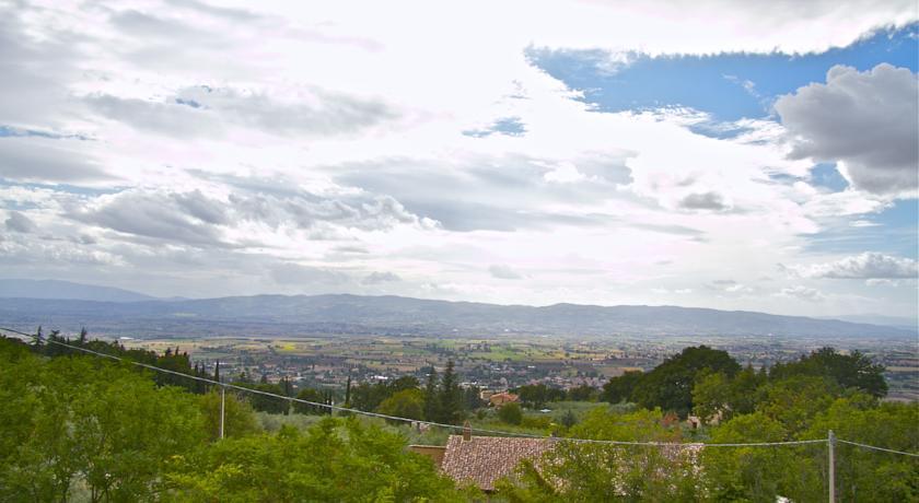 Vista panoramica della meravigliosa Assisi