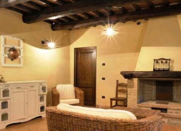soggiorno arredato appartamenti Umbria
