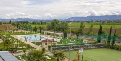 Centro benessere con campo da calcetto e piscina