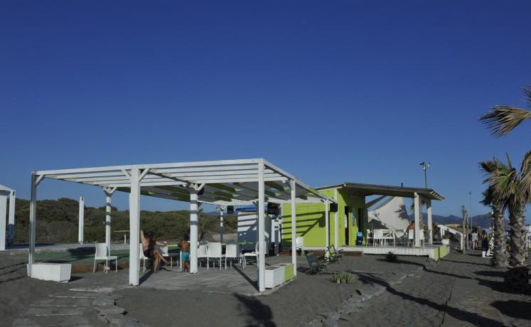 Spiaggia con accesso libero 50metri resort Baia Domizia
