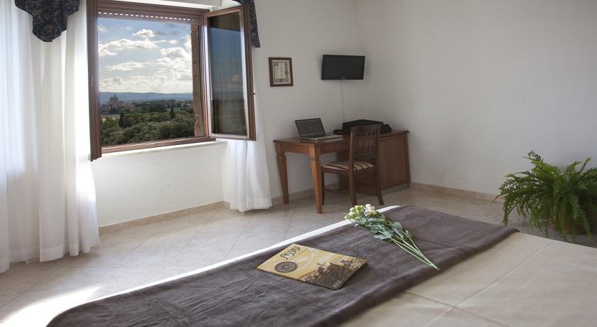 Stanze d'albergo spaziose con tv