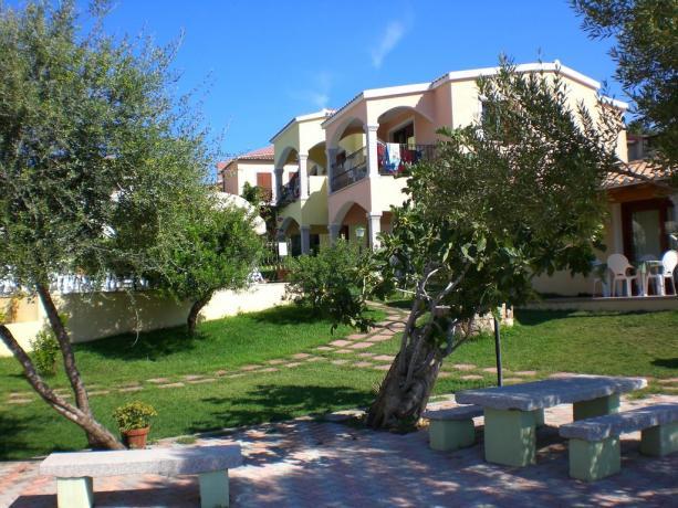 rilassarsi nel verde della macchia mediterranea, badesi