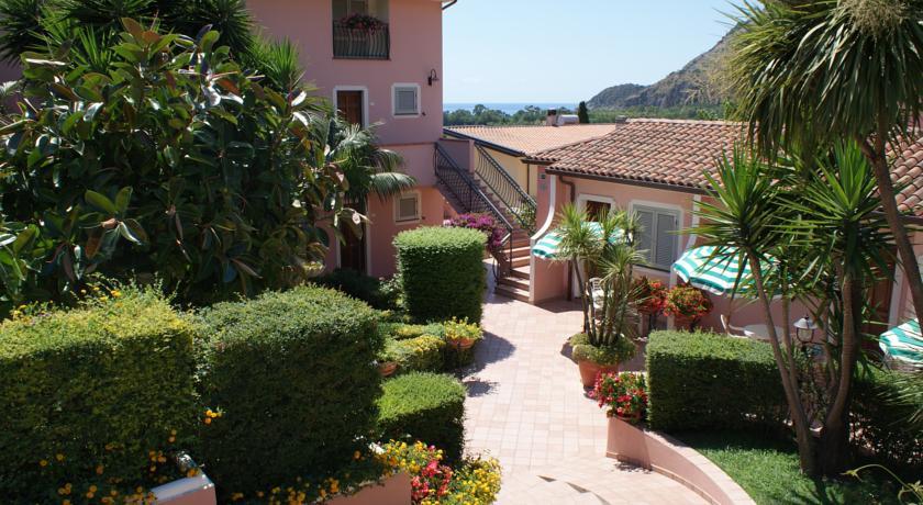Ampio giardino esterno Hotel