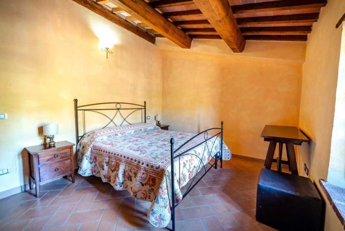 Ampia Camera da Letto in Casorale in Umbria-Collazzone