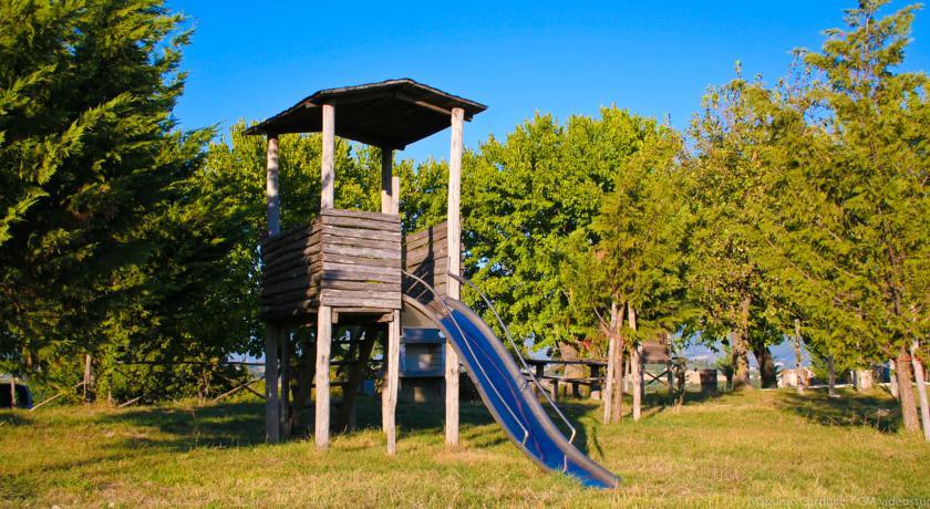 agriturismo spoleto con parco giochi