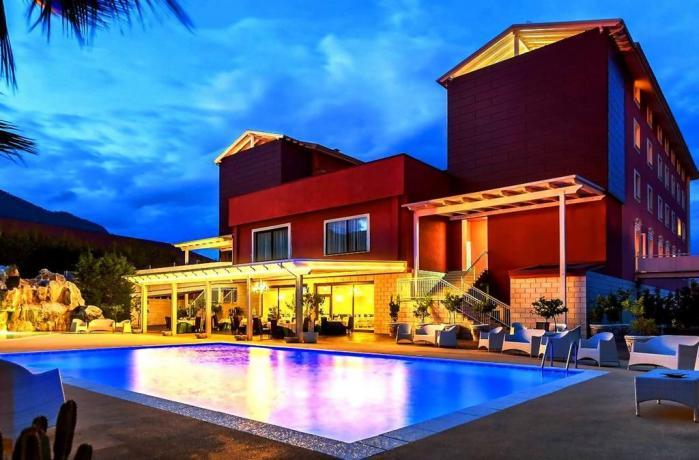 Hotel con Centro Benessere e Vasca Idromassaggio
