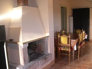 Mandorli apartment with fireplace