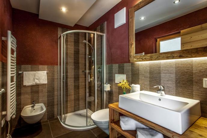Bagno camera con box doccia appartamenti vicino Bolzano
