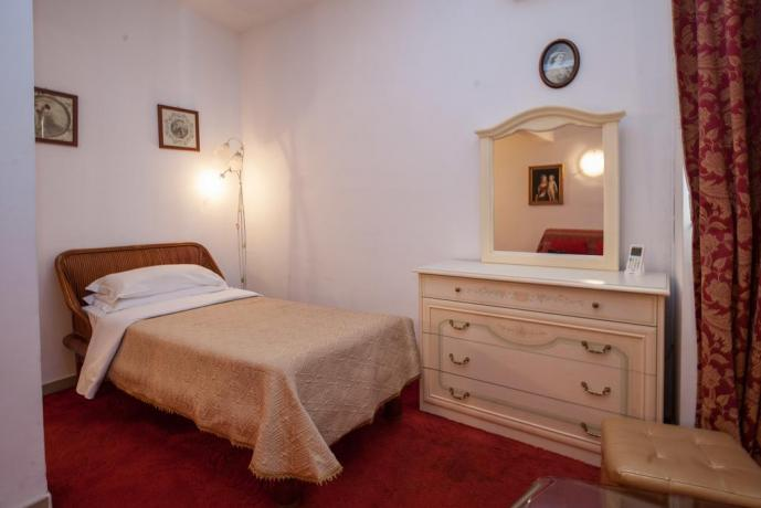Camera singola in hotel ad Ostia
