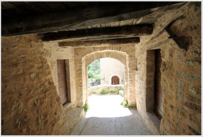 casale in borgo tra Spoleto e Norcia