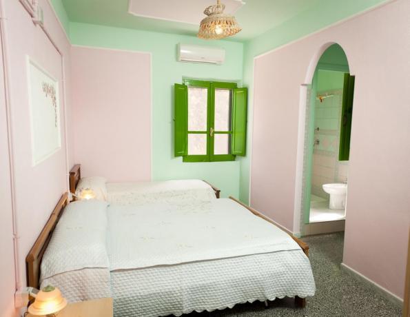 Camera matrimoniale per coppia agriturismo vicino Arbatax