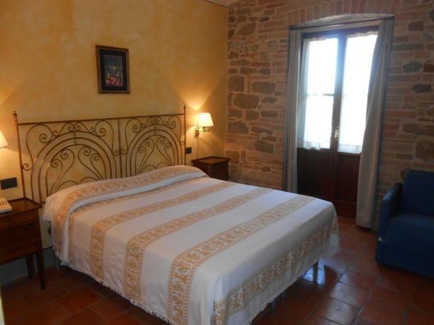Camera matrimoniale  in appartamento vacanza, vicino Assisi